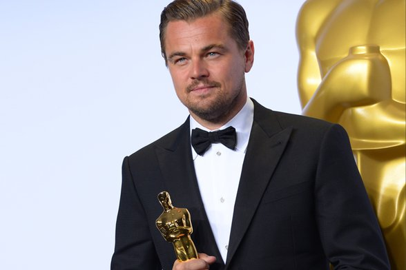 Leonardo DiCaprio (FINALLY) Wins His First Oscar Award For The Revenant